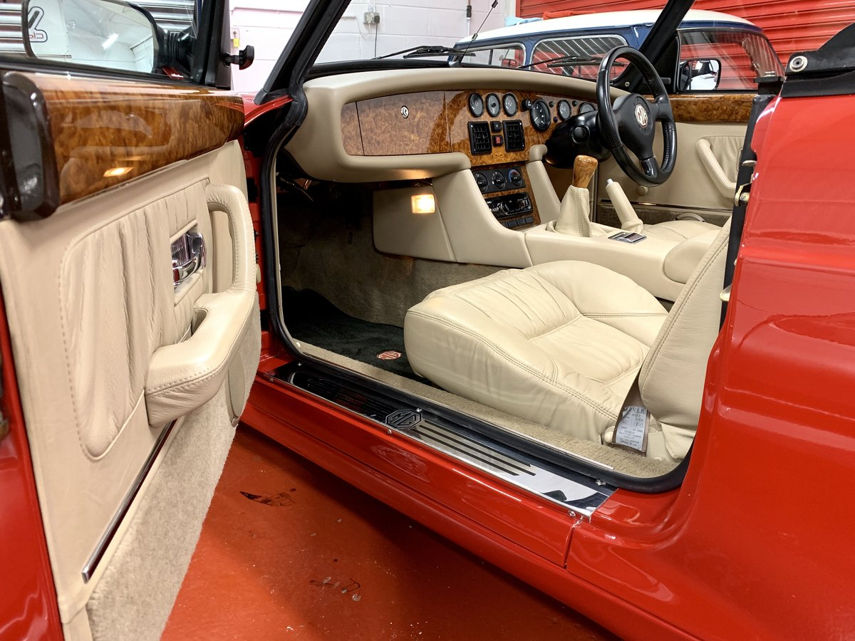 1993 MG RV8 // 24k Miles // NOW SOLD SIMILAR CLASSICS REQUIRED For Sale (picture 3 of 6)