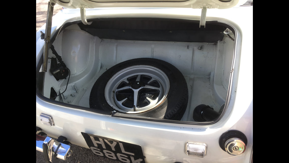 1972 White MG Midget Round Wheel Arch 1275 For Sale (picture 5 of 6)