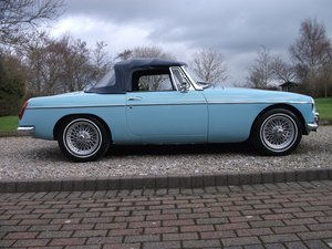 MG B Roadster, 1964, Pull-Handle, Iris Blue For Sale