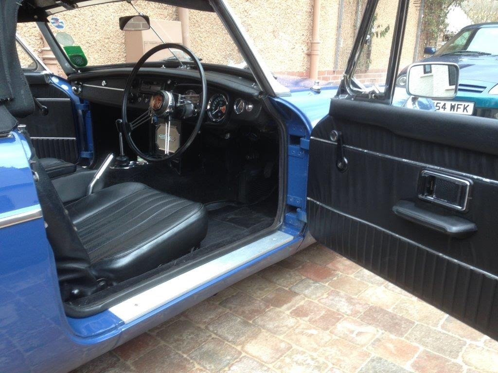 1966 Blue MGB roadster For Sale (picture 3 of 6)