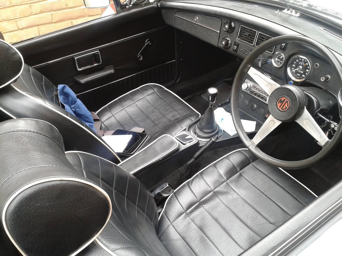 1975  White MGB Roadster. SOLD (picture 3 of 6)