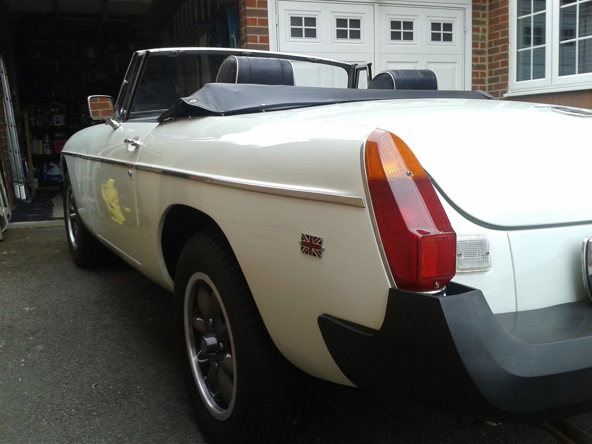 1975  White MGB Roadster. SOLD (picture 5 of 6)