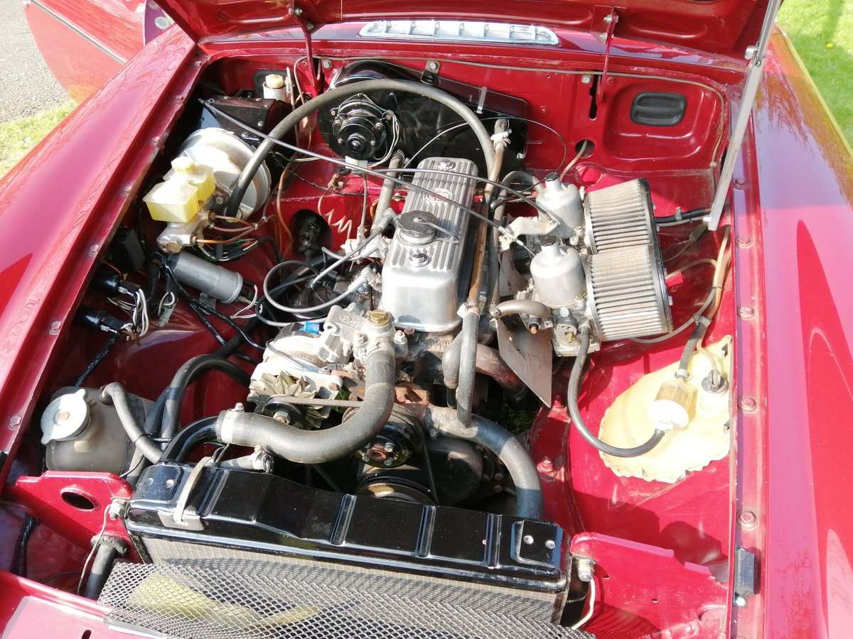 1978 MGB GT in CARMINE RED with OVERDRIVE For Sale (picture 4 of 6)