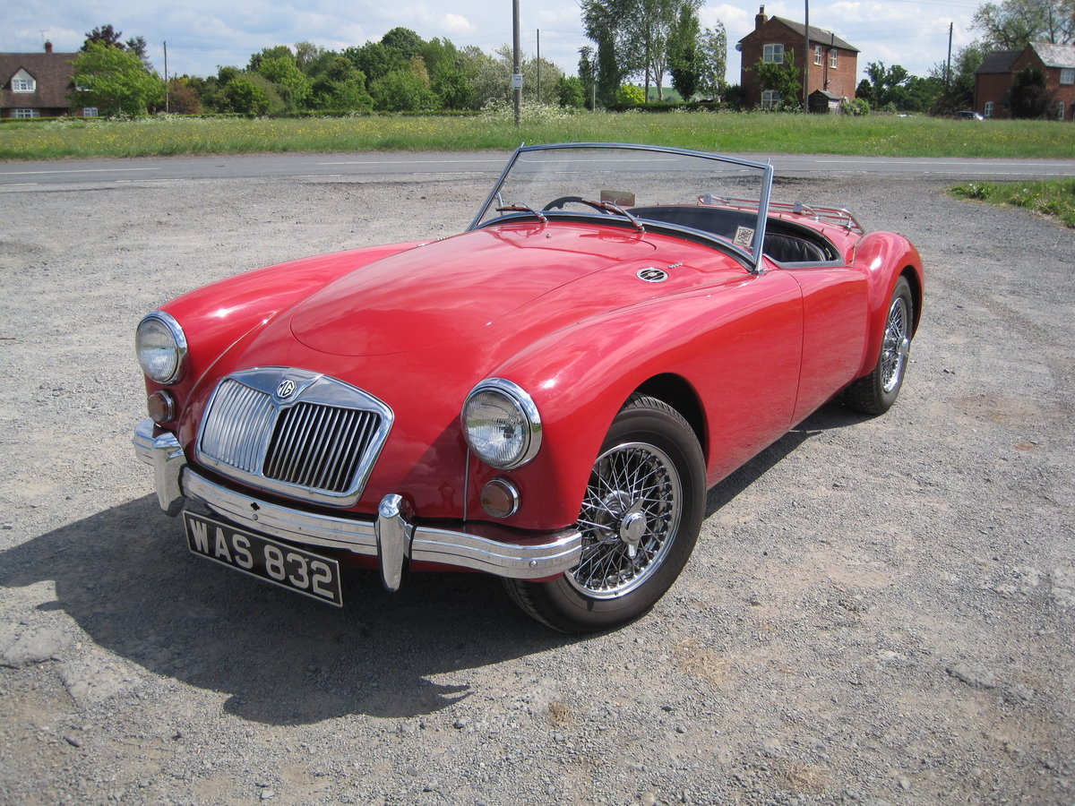 MGA 1960  1600cc Chariot red For Sale (picture 2 of 6)