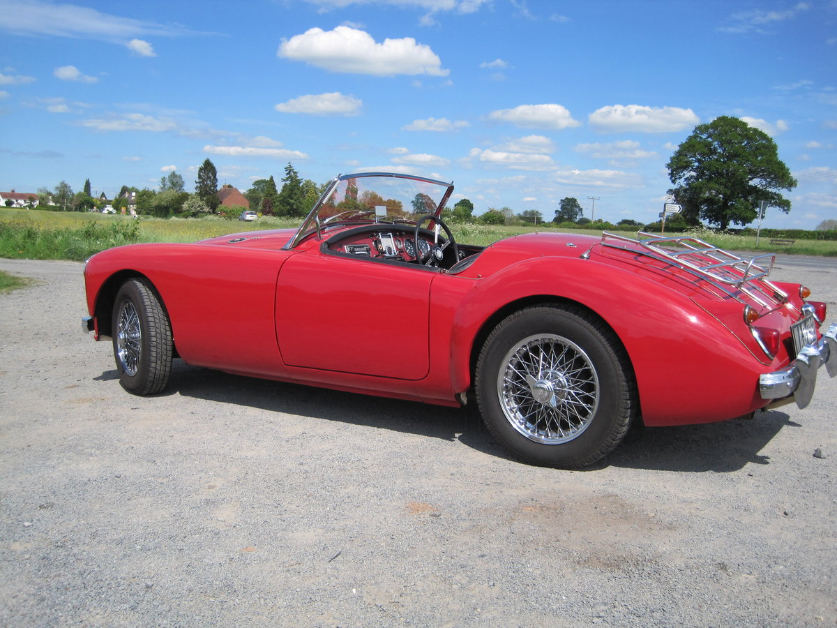 MGA 1960  1600cc Chariot red For Sale (picture 3 of 6)
