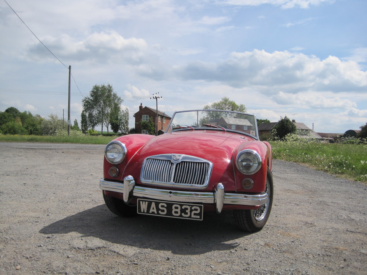 MGA 1960  1600cc Chariot red For Sale (picture 4 of 6)