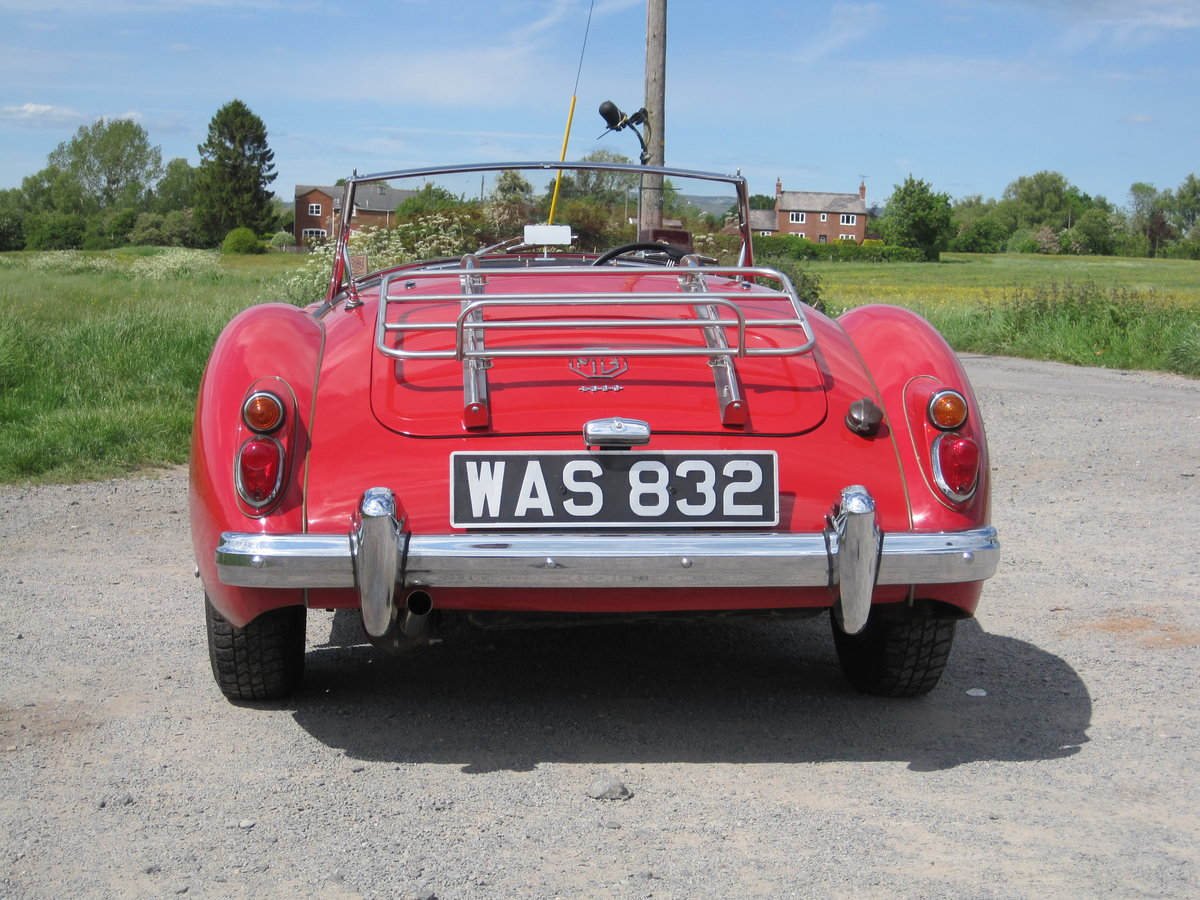 MGA 1960  1600cc Chariot red For Sale (picture 5 of 6)