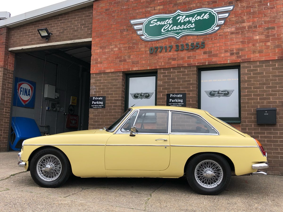 1969 MGB GT, Primrose Yellow, overdrive, wire wheels SOLD (picture 4 of 6)