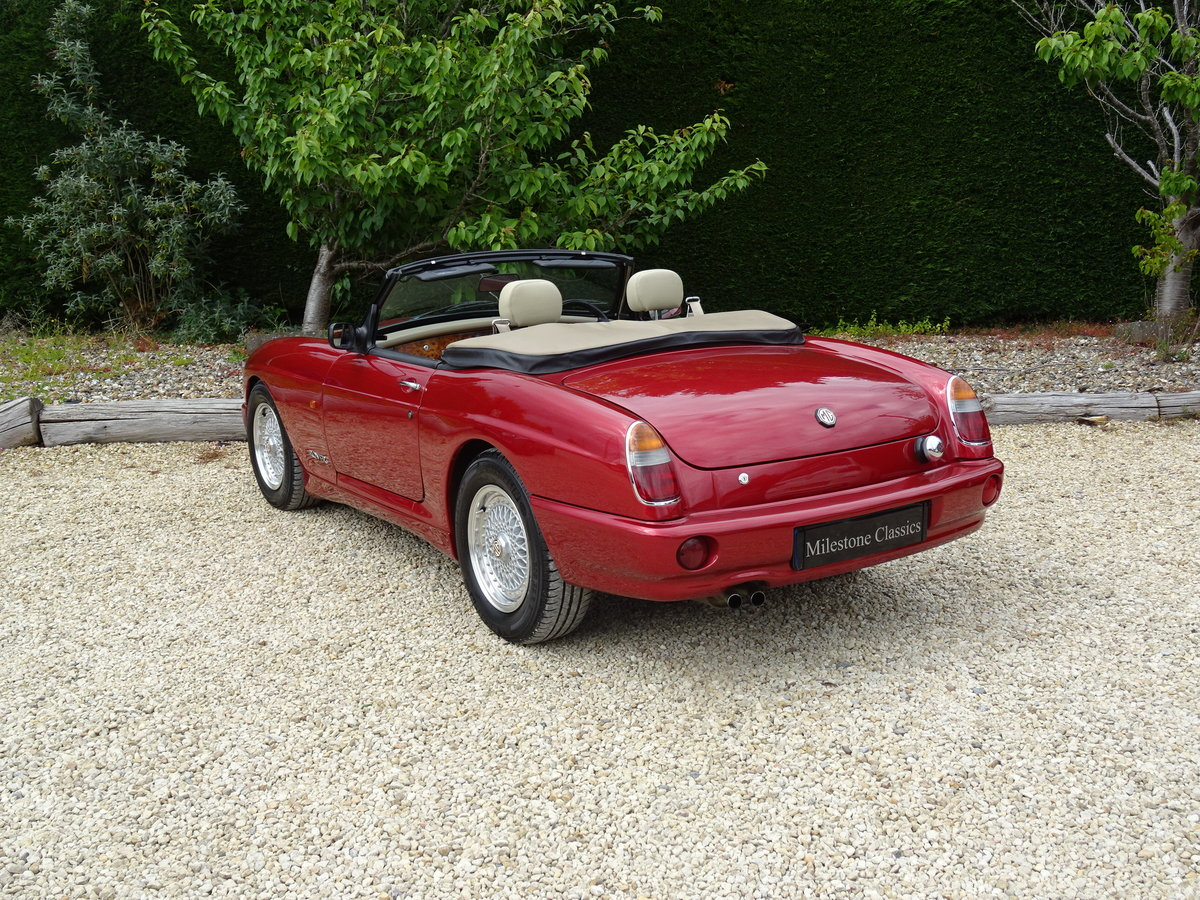 MG RV8 – Rare Nightfire Red & Power Stering For Sale (picture 4 of 6)