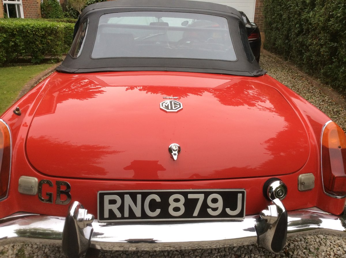 Amazing MKII 1970 Red MGB Roadster For Sale (picture 2 of 6)