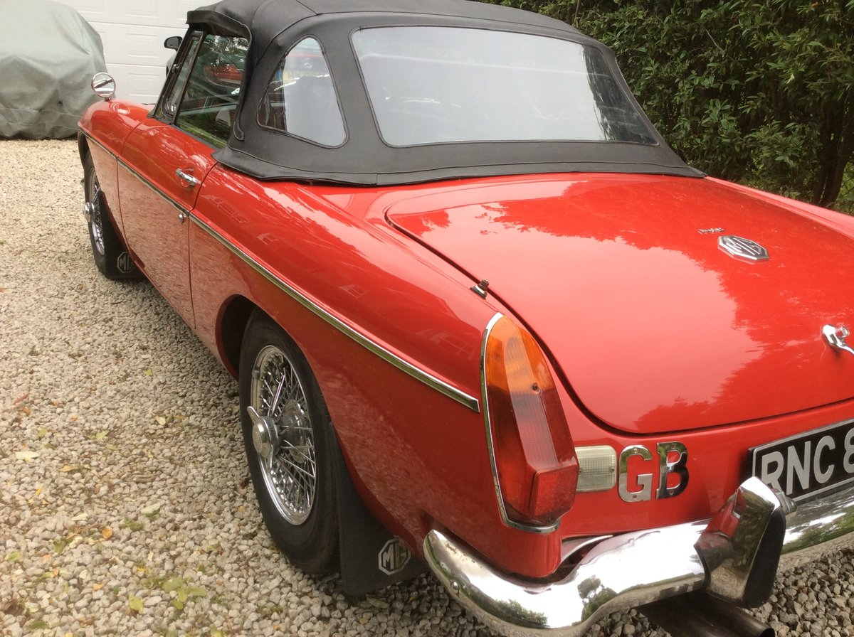 Amazing MKII 1970 Red MGB Roadster For Sale (picture 5 of 6)