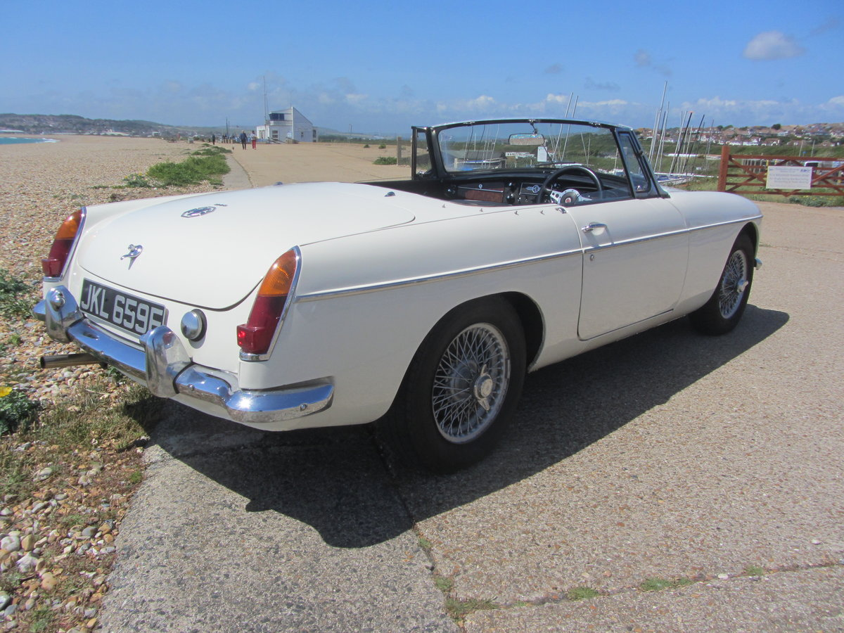 1967 MGB Roadster  SOLD (picture 3 of 6)
