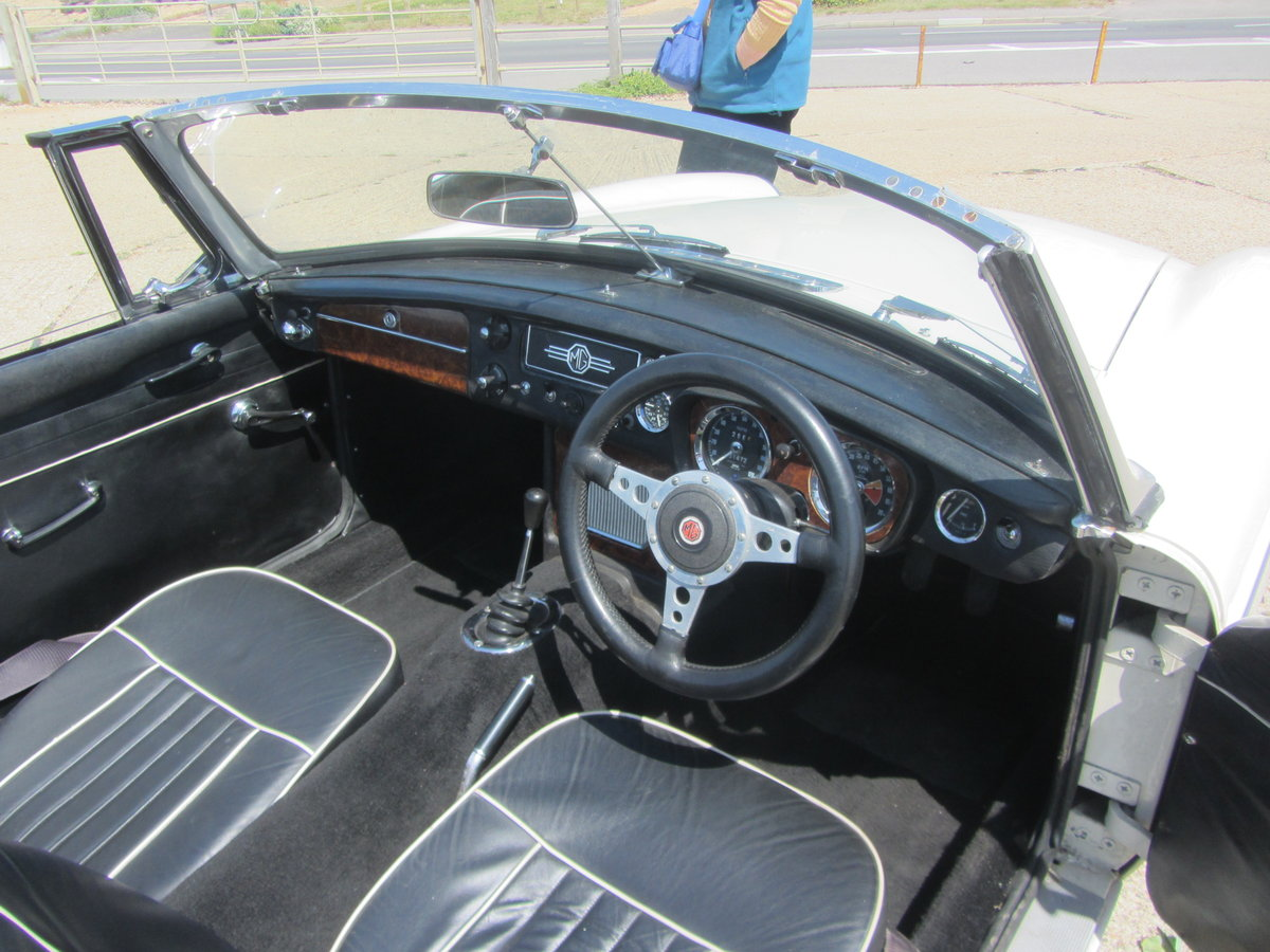 1967 MGB Roadster  SOLD (picture 6 of 6)