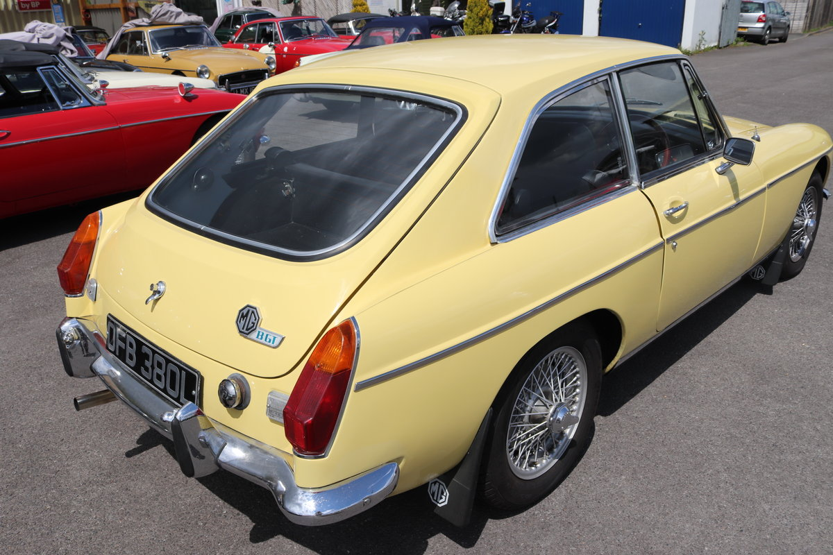 1972 MGB GT in Primrose , wires and overdrive For Sale (picture 2 of 5)