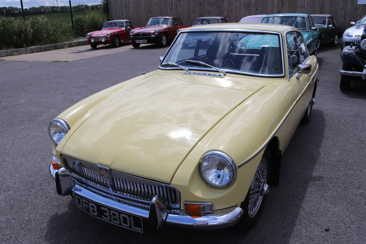 1972 MGB GT in Primrose , wires and overdrive For Sale (picture 5 of 5)