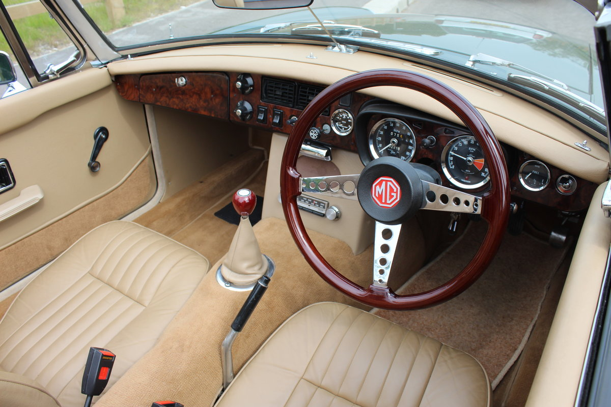 1973 MGB Roadster With O/D Original UK RHD SUPERB SOLD (picture 4 of 6)