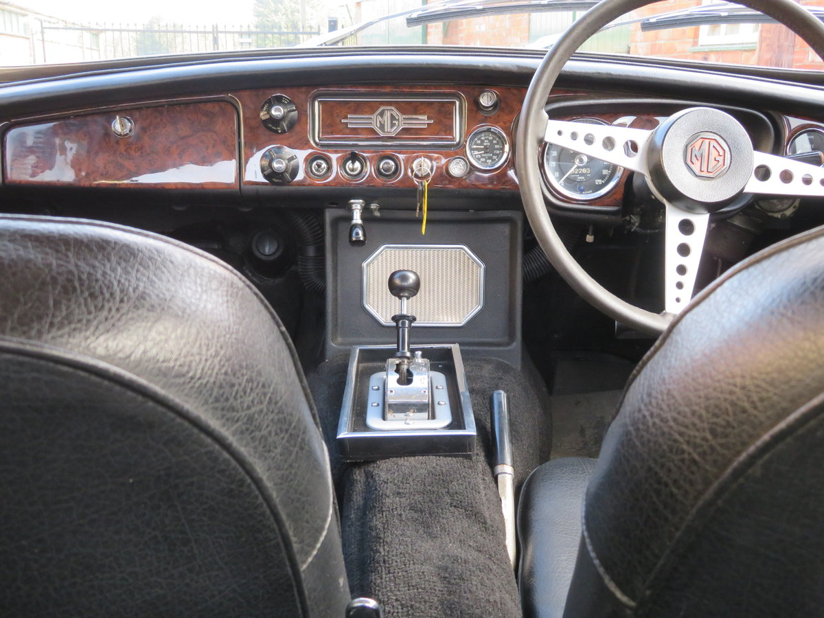 1969 mgb gt coupe*automatic*rare model*wire wheels For Sale (picture 6 of 6)