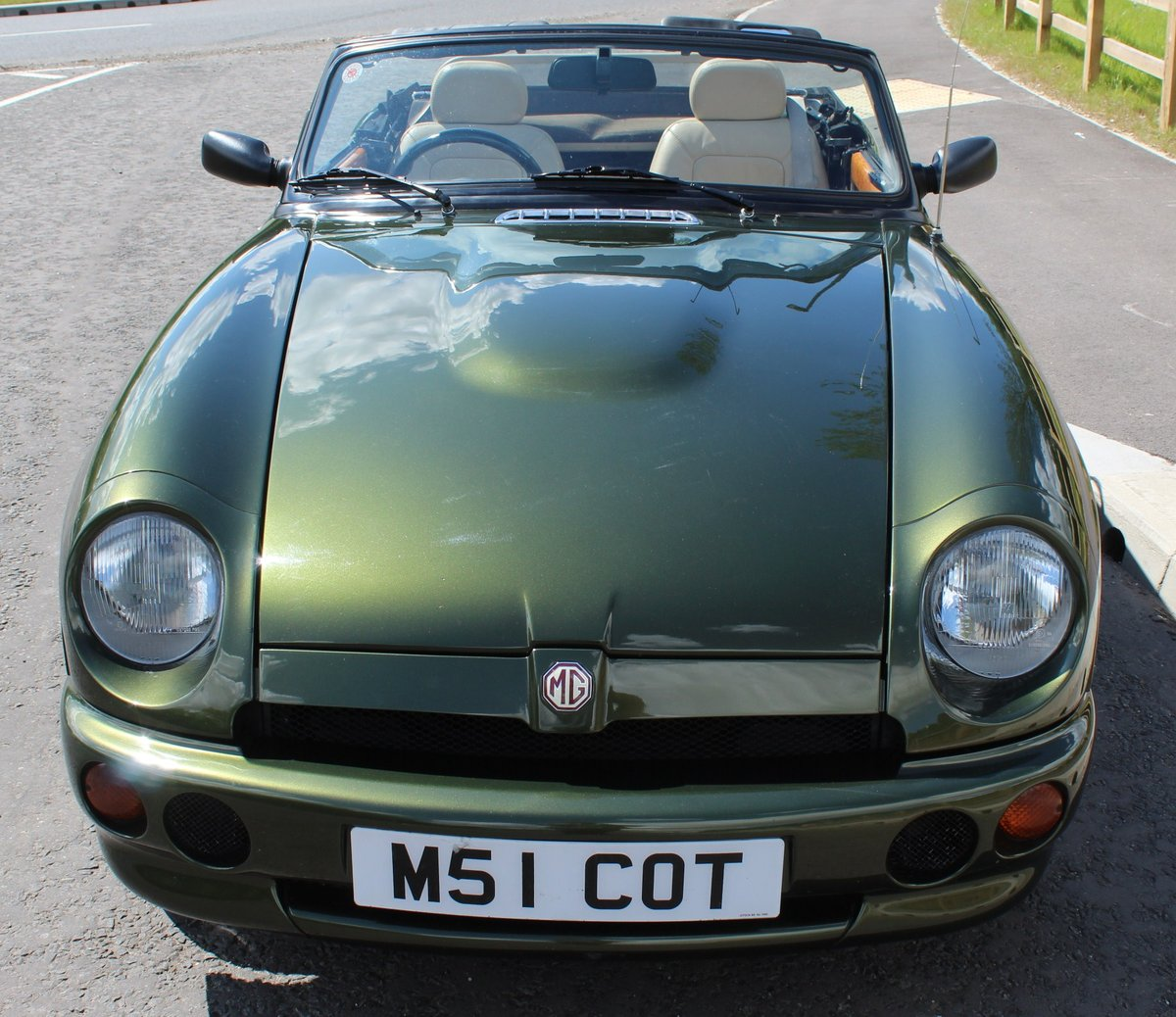 1995 MG RV8 Roadster  1 Owner in the UK from 2002 , 30,000  SOLD (picture 2 of 6)
