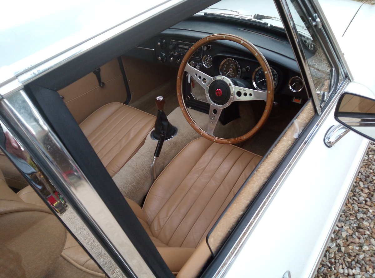 1972 MGB GT IMMACULATE  EXAMPLE - SUPERB THROUGHOUT For Sale (picture 3 of 6)