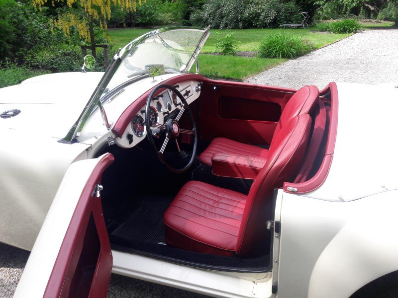 Mga old englisch white 1958 restored car 31500 euro SOLD (picture 4 of 6)