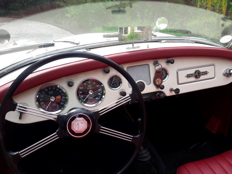 Mga old englisch white 1958 restored car 31500 euro SOLD (picture 5 of 6)