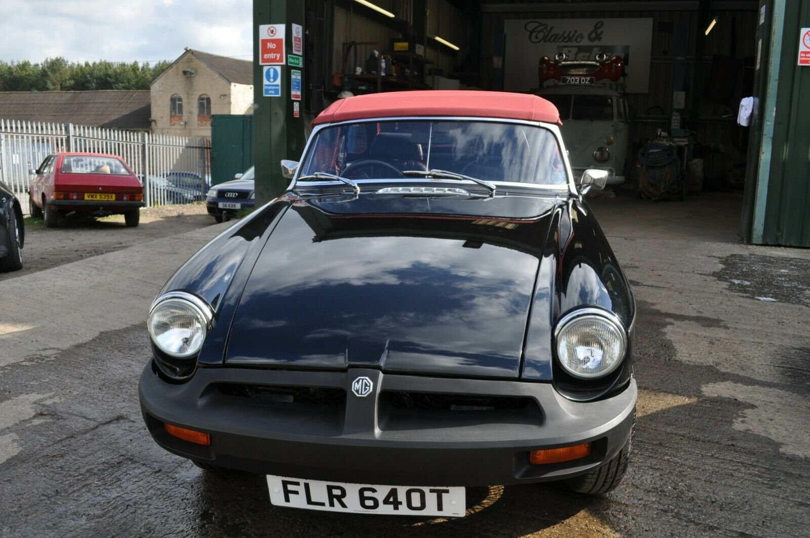 STUNNING MG MGB ROADSTER RESTORED TO AN HIGH STANDARD For Sale (picture 2 of 6)