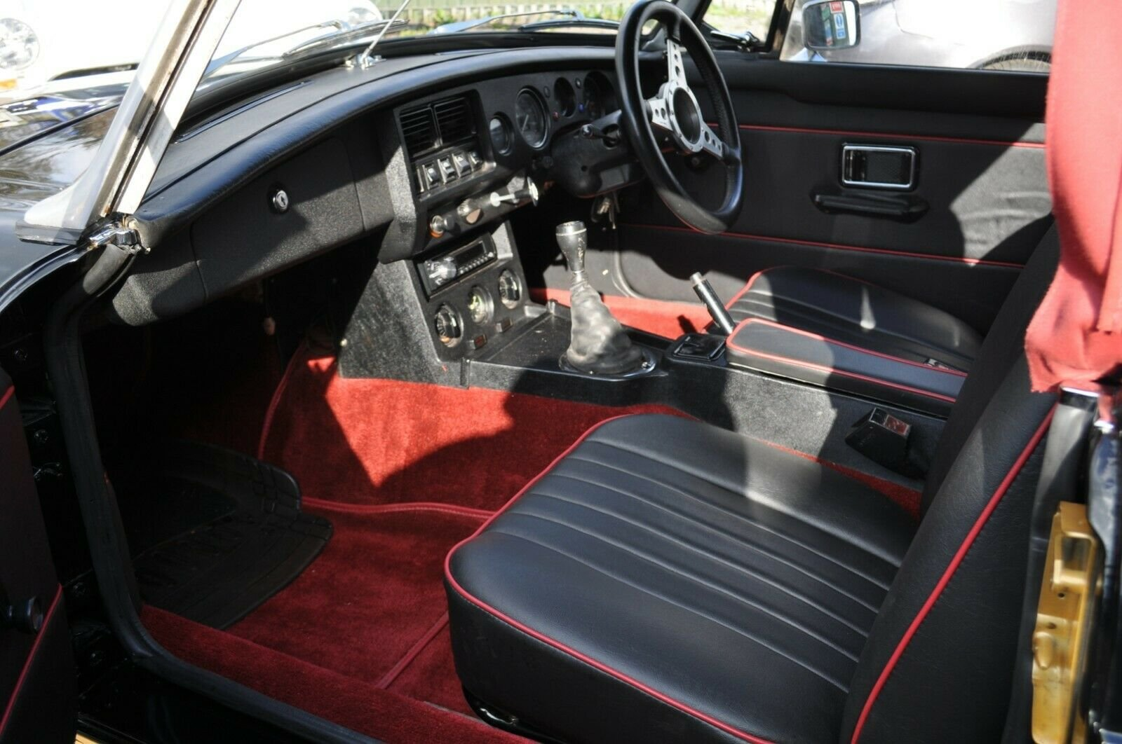 STUNNING MG MGB ROADSTER RESTORED TO AN HIGH STANDARD For Sale (picture 4 of 6)
