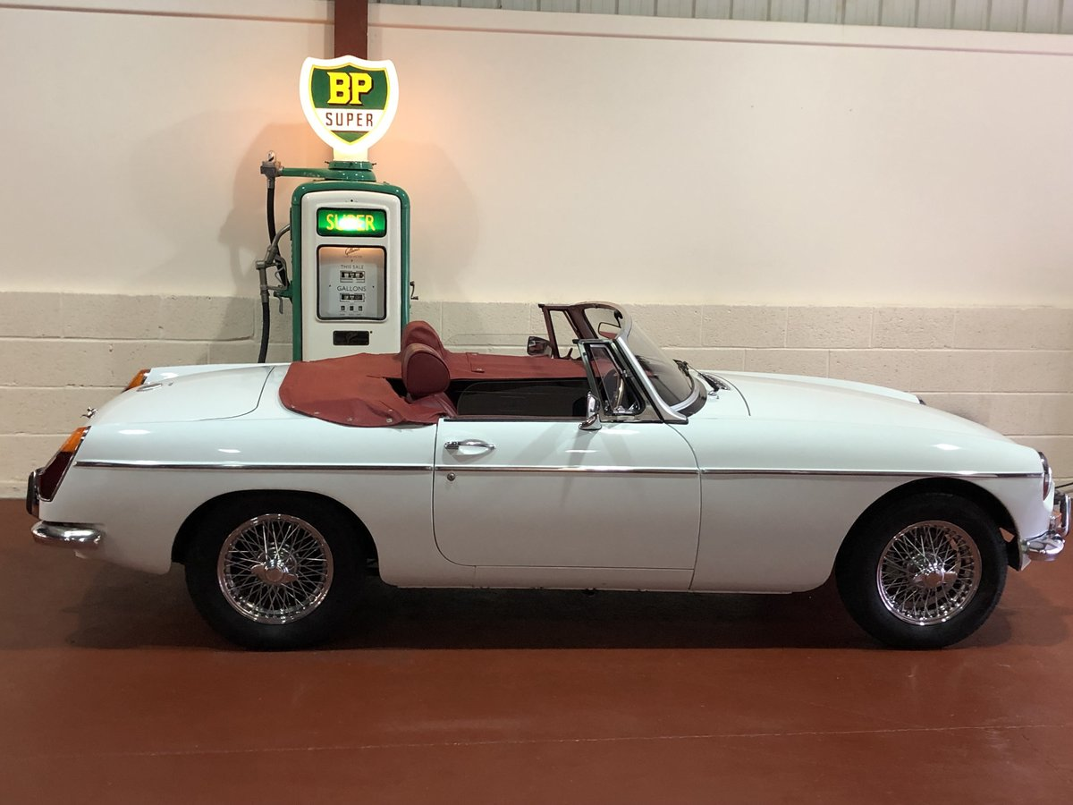 MGB Roadster-1974-Lovely condition-Great combination SOLD (picture 2 of 6)