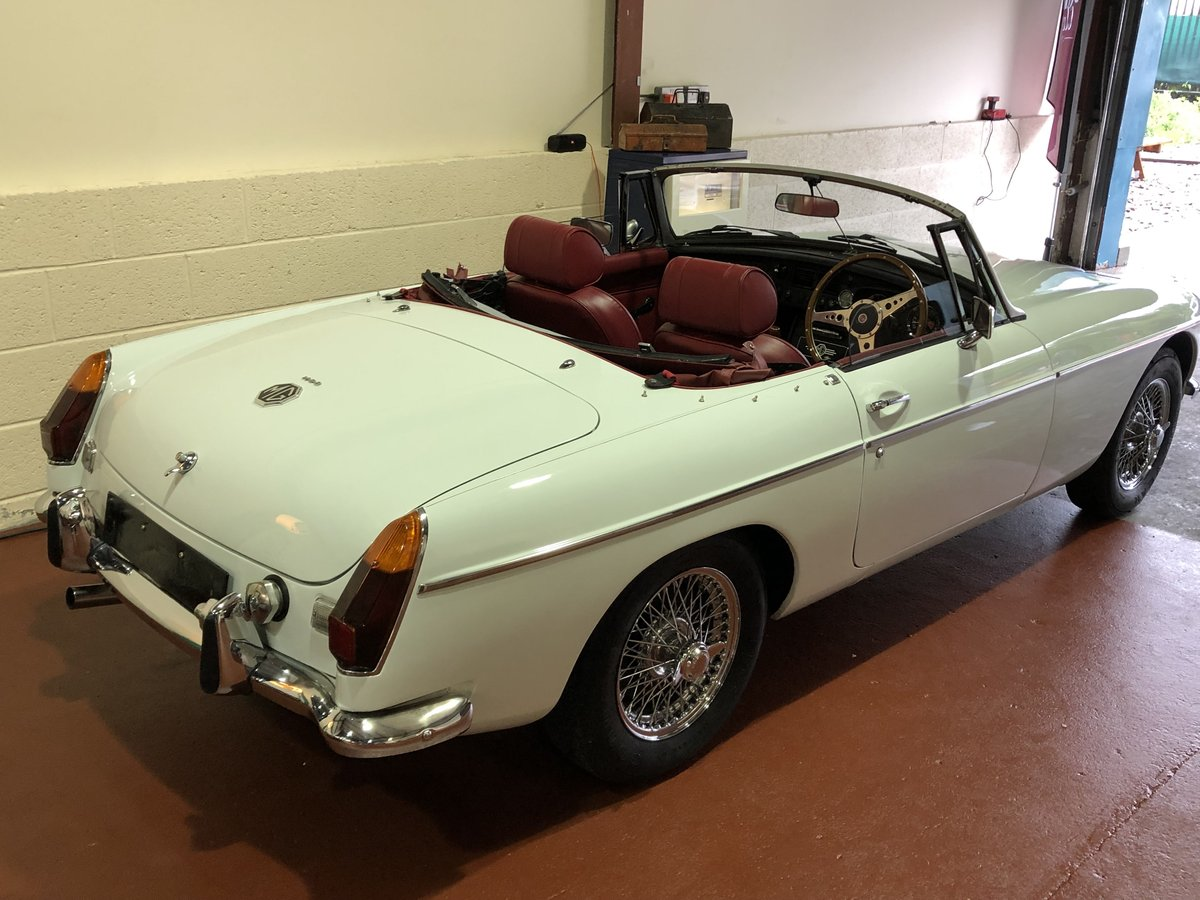 MGB Roadster-1974-Lovely condition-Great combination SOLD (picture 3 of 6)