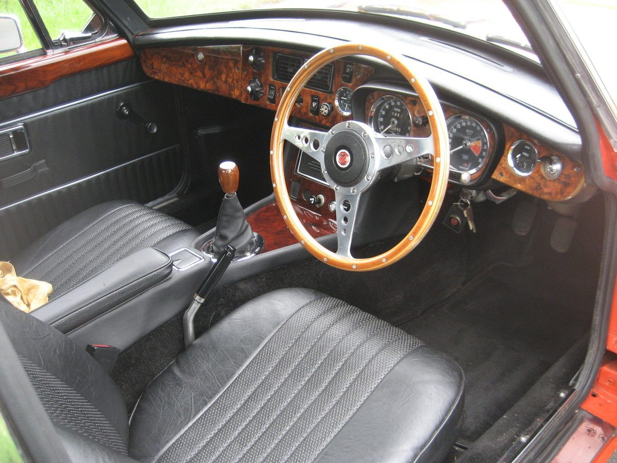 1971 MGB GT totally restored SOLD (picture 4 of 6)