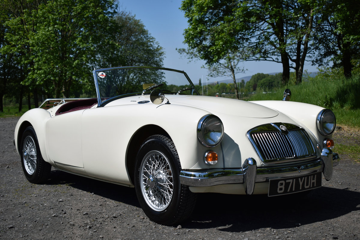 LHD 1961 MGA 1600 FINISHED IN OLD ENGLISH WHITE For Sale (picture 1 of 6)