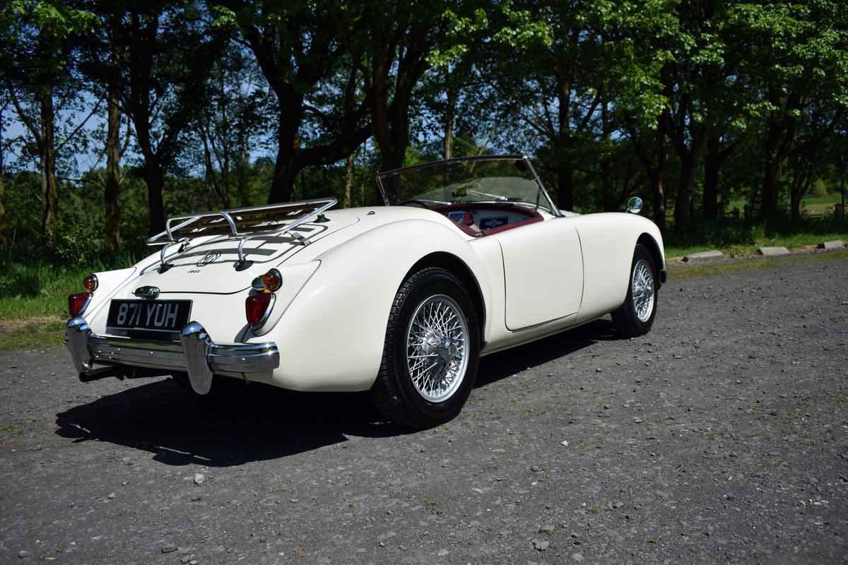 LHD 1961 MGA 1600 FINISHED IN OLD ENGLISH WHITE For Sale (picture 2 of 6)