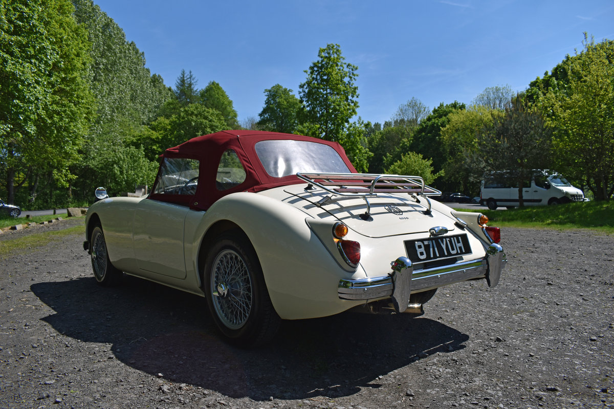 LHD 1961 MGA 1600 FINISHED IN OLD ENGLISH WHITE For Sale (picture 3 of 6)
