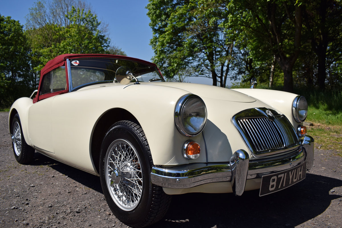 LHD 1961 MGA 1600 FINISHED IN OLD ENGLISH WHITE For Sale (picture 4 of 6)