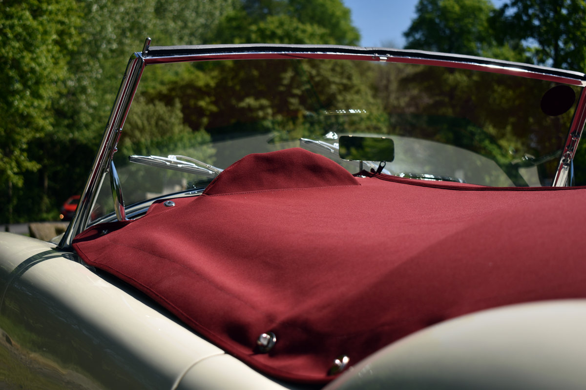 LHD 1961 MGA 1600 FINISHED IN OLD ENGLISH WHITE For Sale (picture 5 of 6)