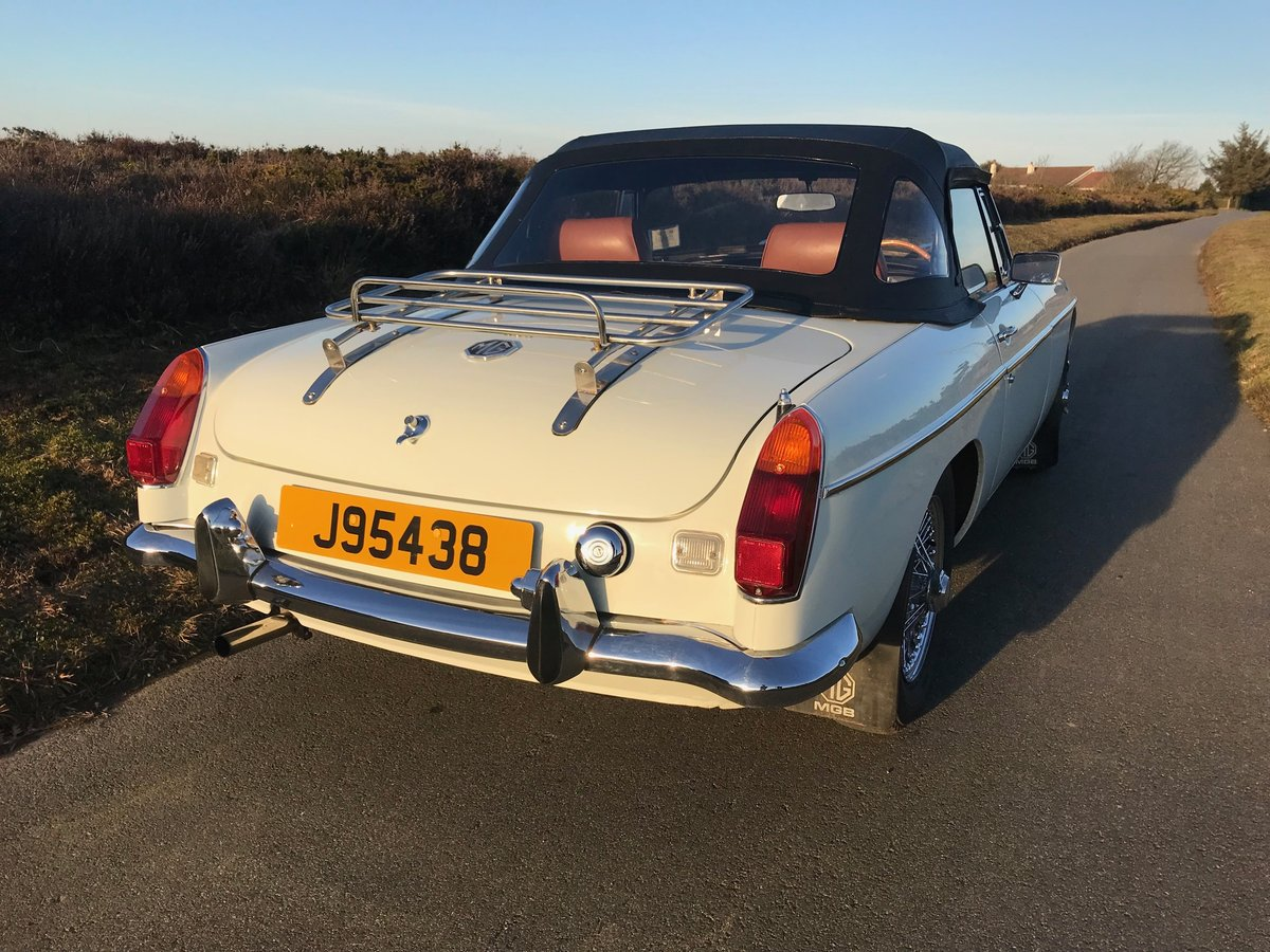 1974 MGB Roadster to Hire  from Jersey Classic Hire.com For Hire (picture 4 of 6)