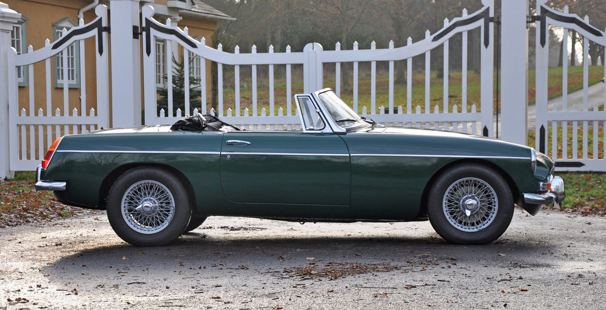 1965 MGB Roadster, Restored with Heritage Shell SOLD (picture 4 of 6)