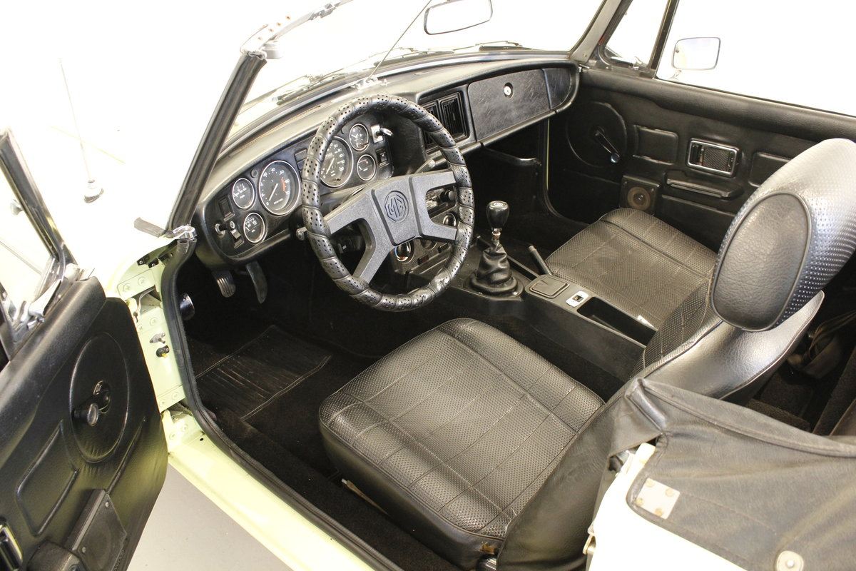 1977 MG B 1.8 - Many accessories  For Sale (picture 5 of 6)