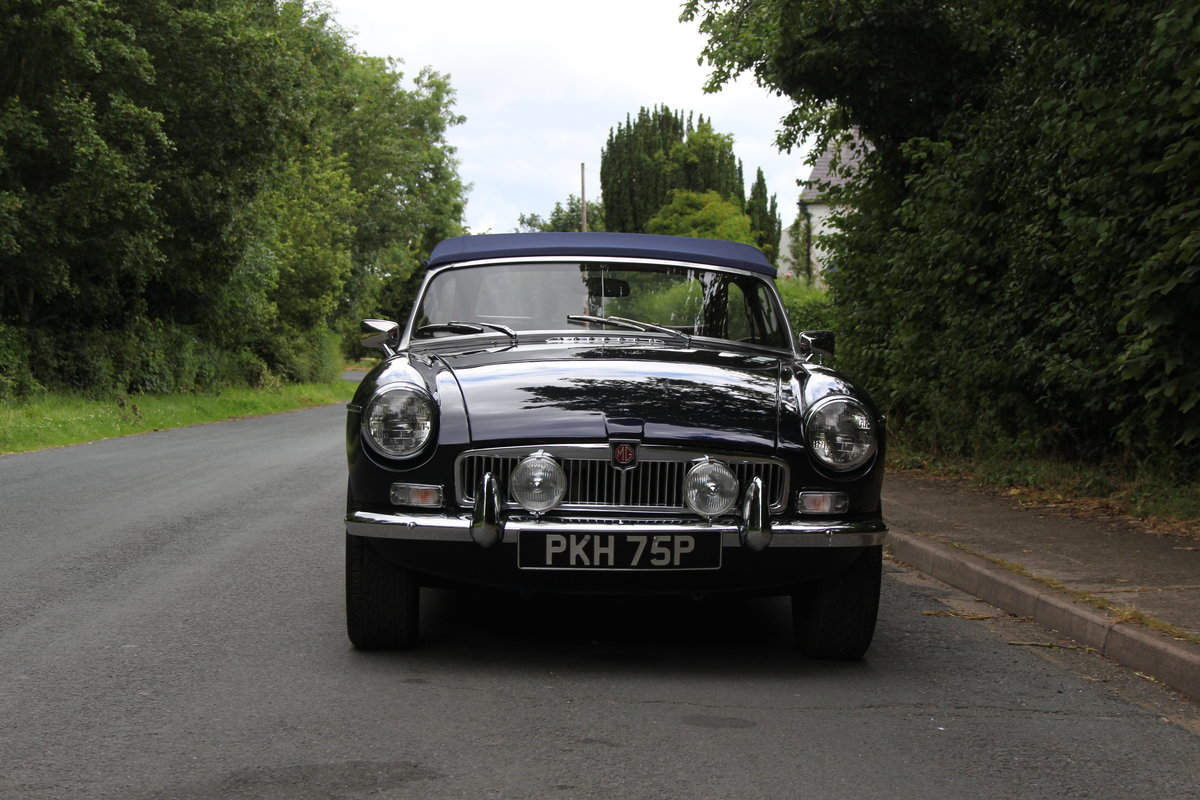 1976 MGB Roadster - 6500 Miles since restoration  For Sale (picture 2 of 12)