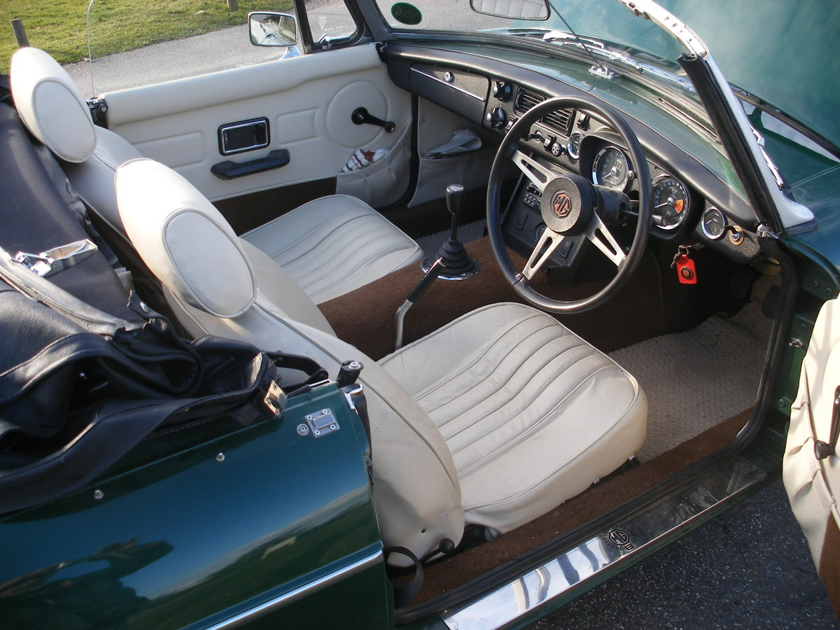 1974 MGB Roadster Heritage body For Sale (picture 5 of 6)