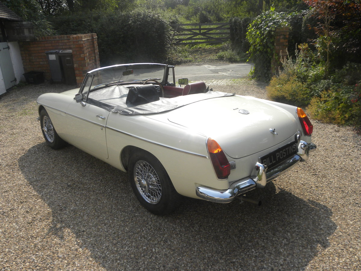 1970 MGB ROADSTER 'HERITAGE SHELL' For Sale (picture 2 of 6)
