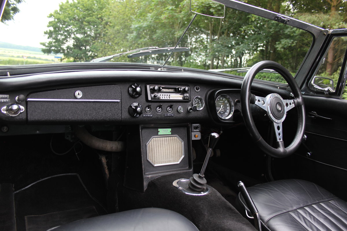 1964 MGB Roadster - Pull handle, Overdrive, Wires For Sale (picture 9 of 12)