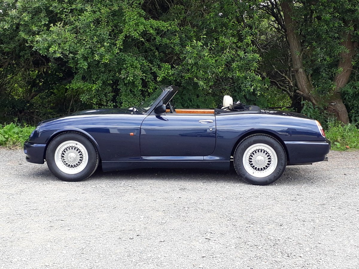1995 IMPECCABLE 25,000 MILE MG RV8 £19,950 For Sale (picture 2 of 6)