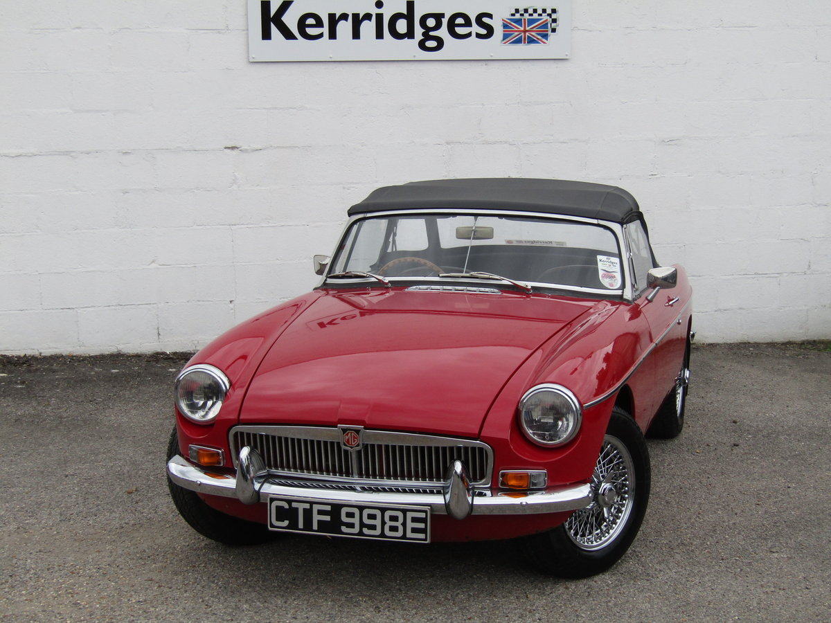 1967 MGB Roadster in Tartan Red (Heritage shell) For Sale (picture 1 of 6)