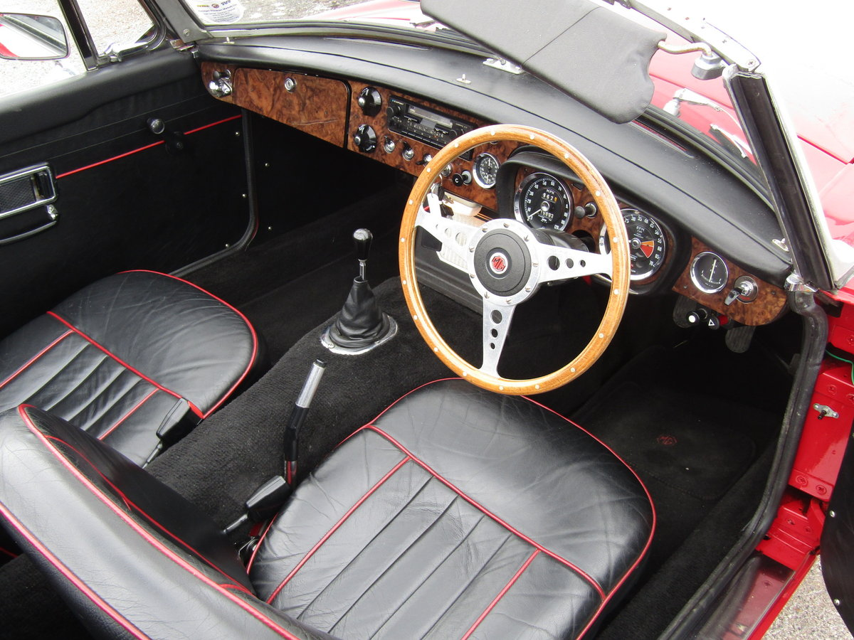 1967 MGB Roadster in Tartan Red (Heritage shell) For Sale (picture 3 of 6)