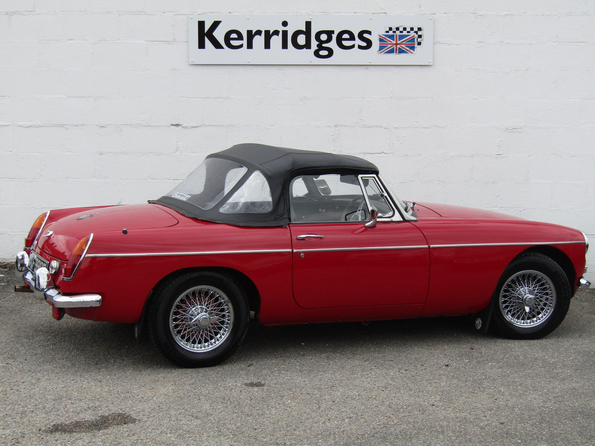 1967 MGB Roadster in Tartan Red (Heritage shell) For Sale (picture 4 of 6)