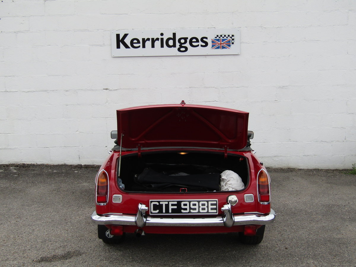 1967 MGB Roadster in Tartan Red (Heritage shell) For Sale (picture 6 of 6)