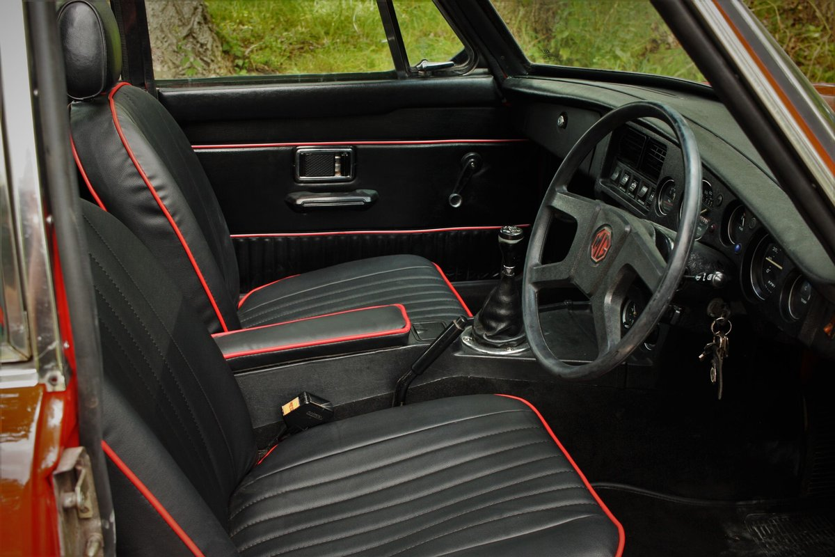 1977 MGB GT - Restored, Chrome Bumper Converted MGBGT MG BGT SOLD (picture 4 of 6)