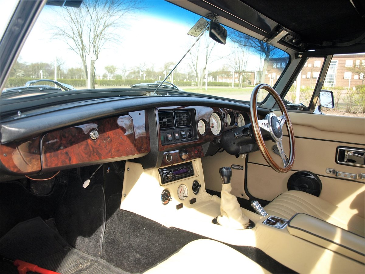 1971 MGB V8 Convertible - Professionally built RHD Immaculate For Sale (picture 2 of 6)