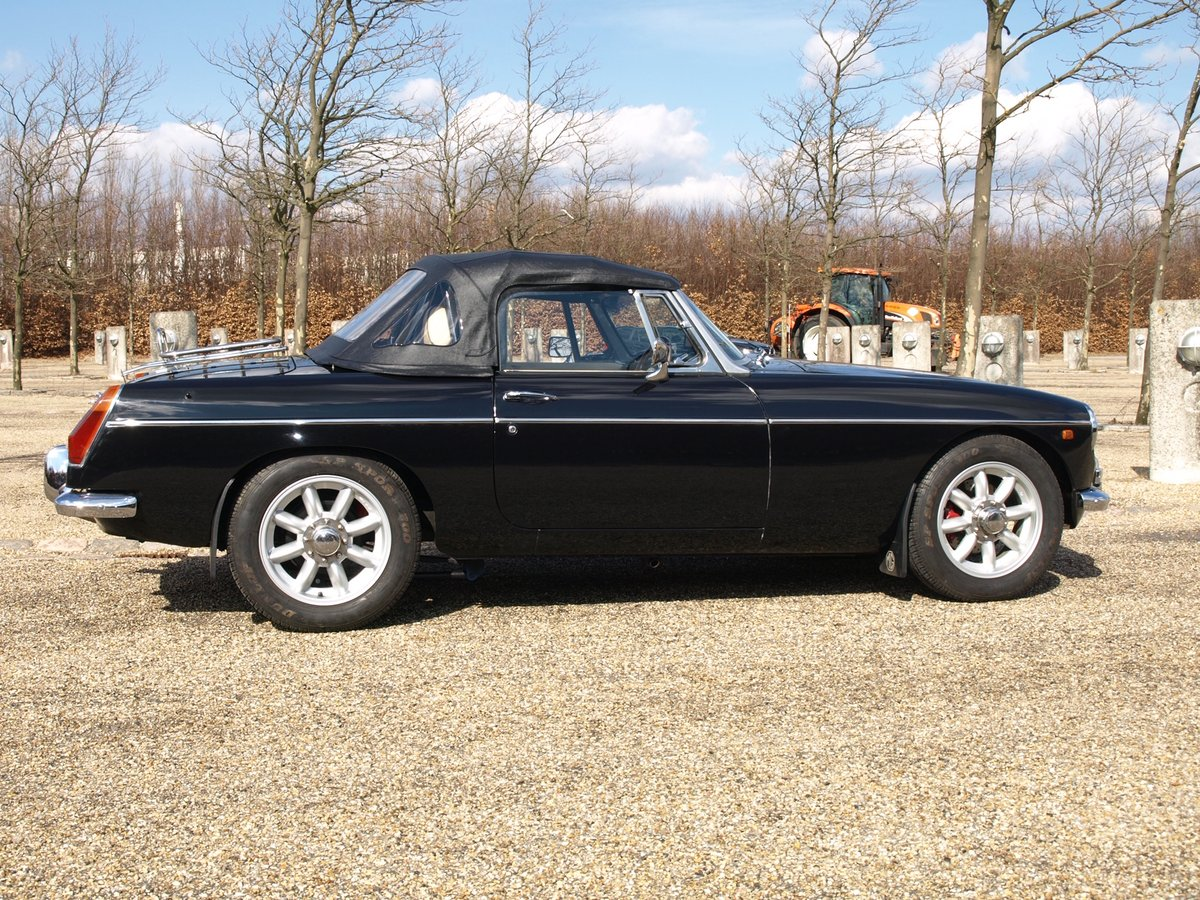 1971 MGB V8 Convertible - Professionally built RHD Immaculate For Sale (picture 4 of 6)